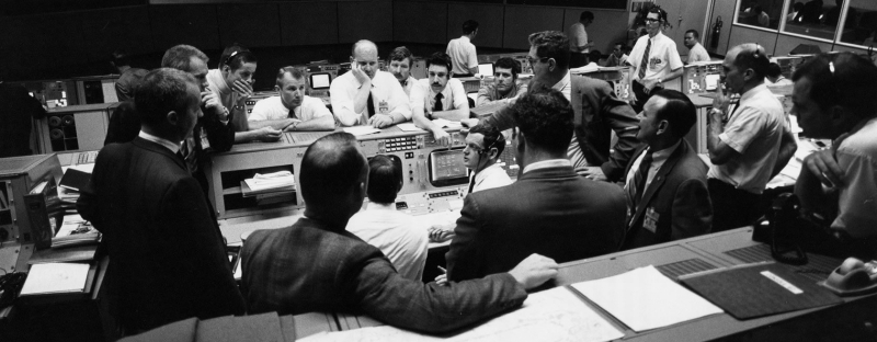 Apollo-13-mission-control-during-final-24-hours-of-the-mission-700416-ap13-s70-35368hr